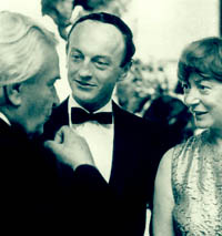 L ro R: Reuben Nakian, Frank O'Hara (wearing bow tie) and Elaine de Kooning at the Nakian opening, The Museum of Modern Art, New York, 1966. Photo George Cserna.
